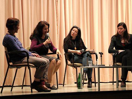 Die Teilnehmerinnen der Podiumsdiskussion (v.l.n.r.): Prof. Dr. Godula Kosack, Dr. Necla Kelek, Sharon Adler (Moderatorin), Myria Böhmecke (Referentin TERRE DES FEMMES). Foto: © Terre des Femmes e.V.