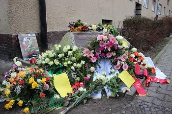 """Gedenkstein eines """"Ehren""""-Mordopfers. Foto: © TERRE DES FEMMES"""
