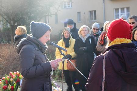 """TDF-Referentin Monika Michell stellt die """"Ehren""""-Mordopfer des Jahres 2017 vor. Foto: © TERRE DES FEMMES"""