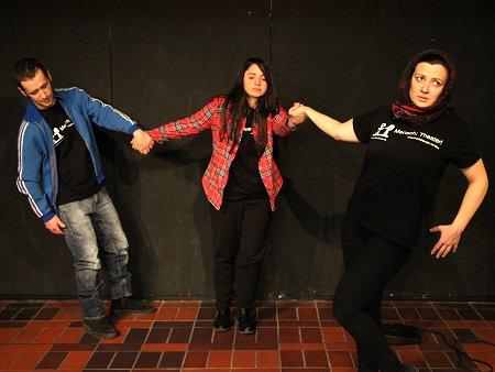 """Das Theaterensemble von """"Mensch: Theater!"""". Foto: © TERRE DES FEMMES"""