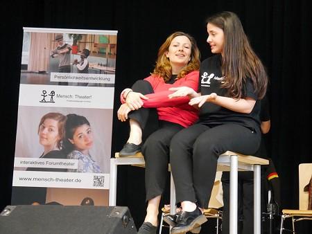 """Marilena Weichert und Canan Kir von """"Mensch:Theater!"""". Foto: © Hesssiches Kultusminsiterium"""