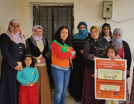 """""Early forced marriage of girls is violence!"" Gülmay Gümüshan (fourth to the right), founder and leader of YAKA-KOOP. Photo: © YAKA-KOOP"