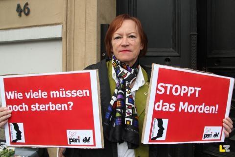 Irmingard Schewe-Gerigk, Vorstandsvorsitzende von TERRE DES FEMMES, bei der Mahnwache für Arzu Özmen, Foto: Seda Hagemann, Lippische Landeszeitung